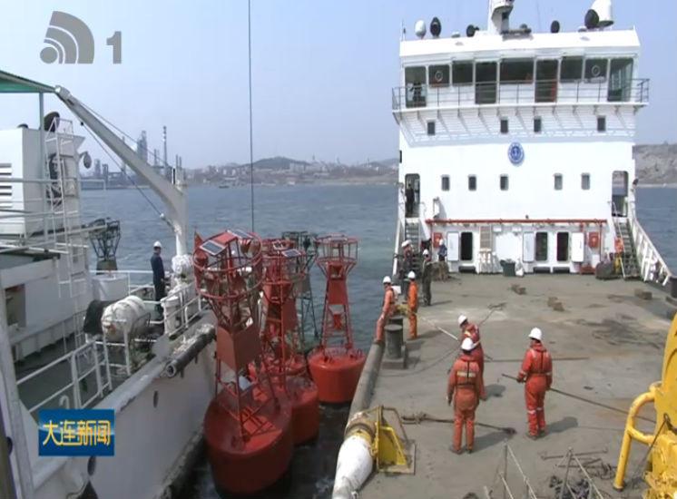 大连海域71座浮标更换保养