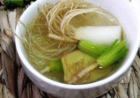 葱白煮汤能治感冒 中医对付流感很拿手