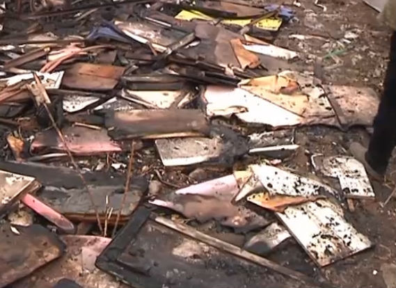 二十高附近空地起火 烧了八棵树