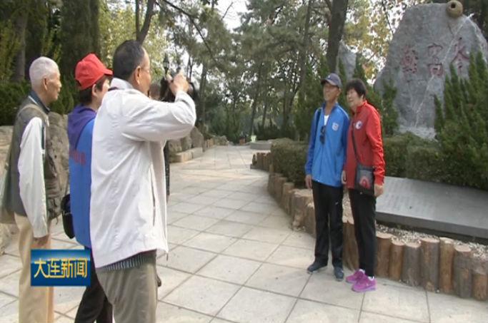 重阳节将至 志愿者带老人逛海赏景