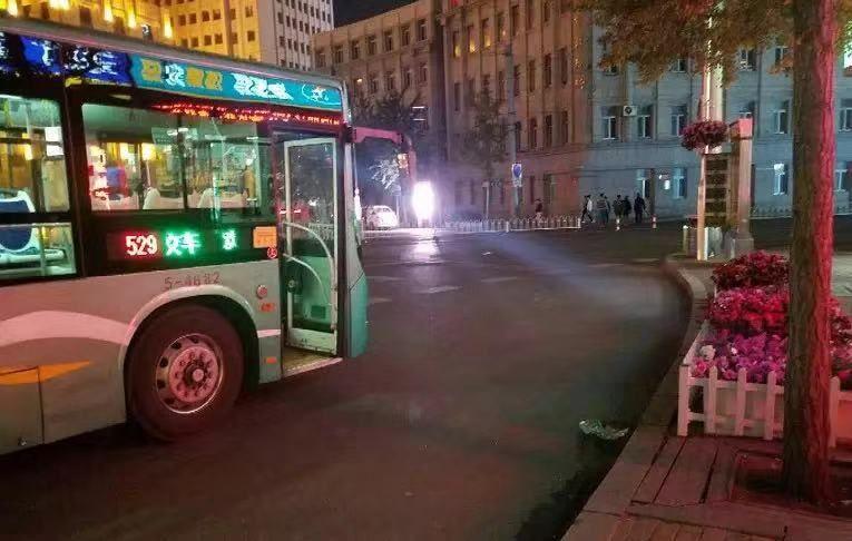 公交到点不发车 到底是为啥?
