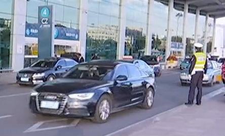 整治机场周边 非法营运车被拿下