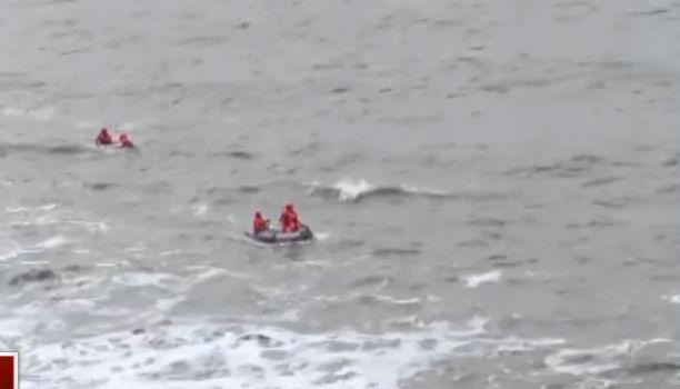 男子跳崖自杀  救援队紧急搜救