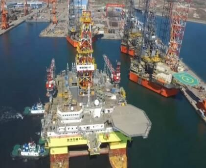 """深水半潜式钻井平台""""海洋石油982""""在连交付"""