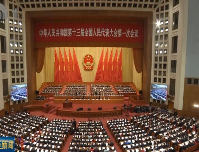 谭成旭在十三届全国人大一次会议闭幕会后接受采访