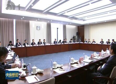 王启尧和在连全国政协委员参加分组讨论