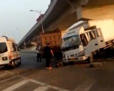 两货车相撞 五人受伤