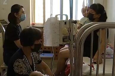 七个月双胞胎姐妹同时患上白血病