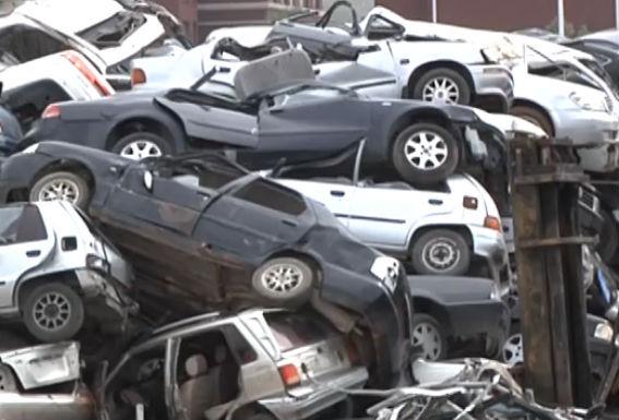 大连众多豪车被强制拆解和拍卖