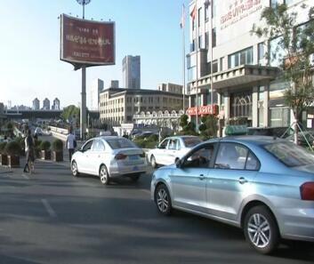 打击非法营运 维护出租车市场秩序