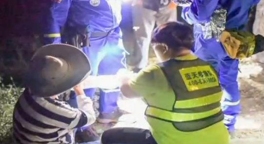 七旬夫妇迷路 救援人员成功营救