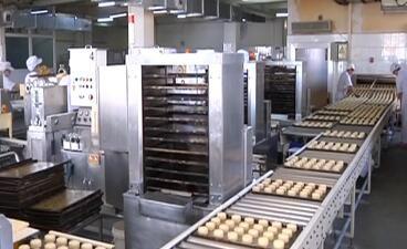 中秋临近 月饼工厂生产忙