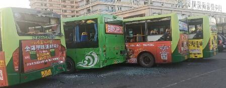 """充电之后出事故 五台公交""""受了伤"""""""