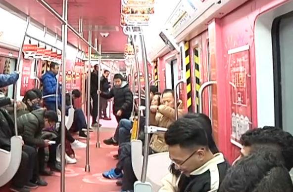 """""""年味儿""""车厢已上线 春节地铁有保障"""