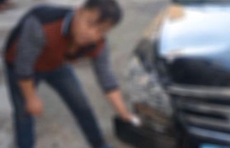 轿车撞了自行车 肇事者驾车逃离