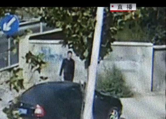 沿街噴涂野廣告 一男子被拘留