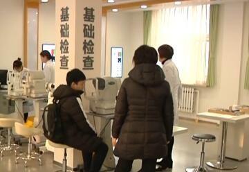 青少年近视患者 假期医院扎堆看病
