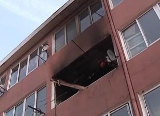 危险!大连湾一居民楼凌晨起火