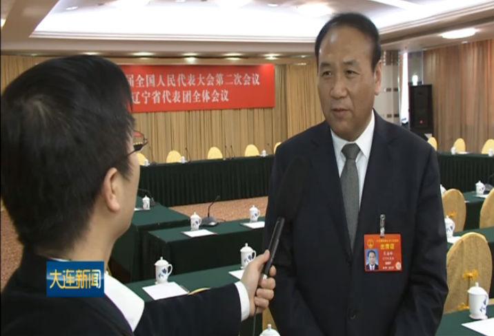 肖盛峰接受本台全国两会报道组采访