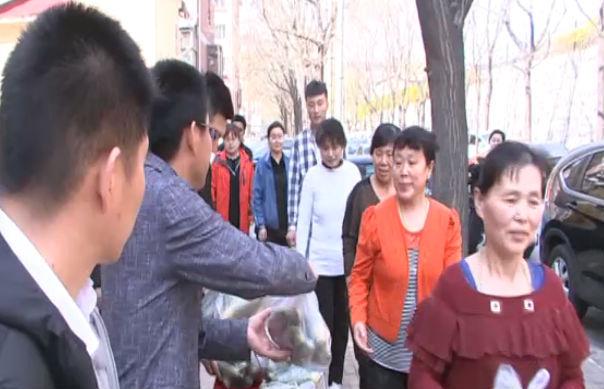"""连鲁两地上演20万斤萝卜的""""爱心接力"""""""