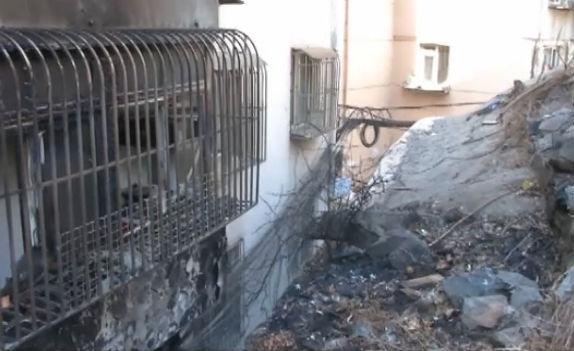 楼外线缆起火 多户居民玻璃受损