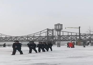冰天雪地男兒志_衛國戍邊立天地