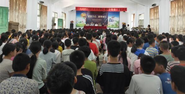 """""""倩狐""""联手树瑶基金 奖励70名优秀学生"""