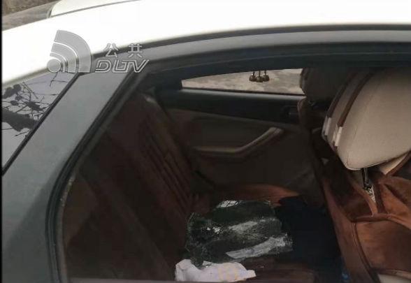 沙區居民樓下多車被砸 財物被盜